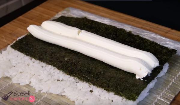 Сыр выдавлен из упаковки