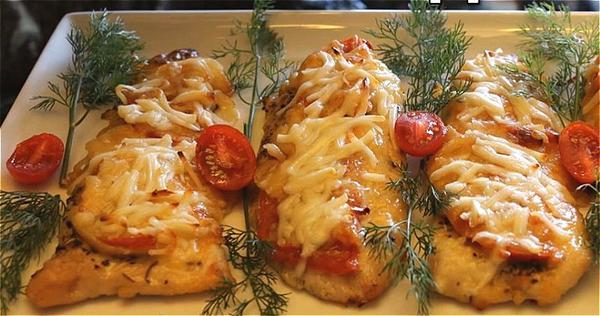филе индейки с помидором и сыром